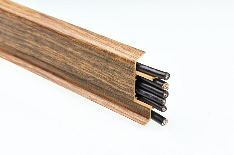 Ukázka, jak lze vést lištou kabeláž / Fatra